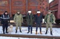 Два иностранца на ходу запрыгнули в полувагон поезда, ехавшего из Украины в Польшу