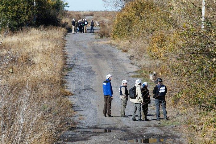 Спостерігачі ОБСЄ перевіряють ситуацію в с. Петрівське, Донецька обл., 09 жовтня 2019.
