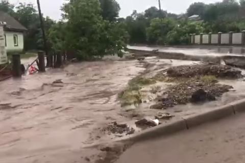 У Чернівецькій області та Дніпрі через негоду підтоплено понад 240 житлових будинків