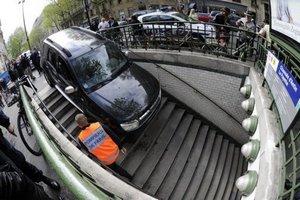 У Франції водій переплутав метро з парковкою