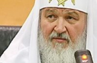 Янукович встречает патриарха Кирилла у входа в храм