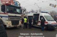 Грузовик сбил пожилую женщину на пешеходном переходе в Киеве