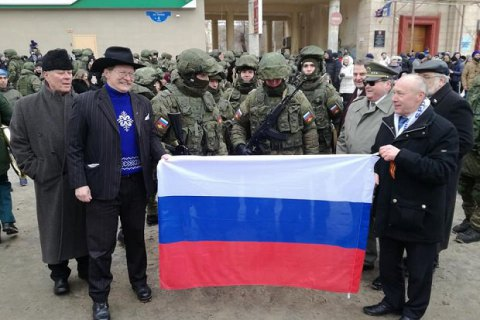 Чешские политики ездили в захваченный Крым фотографироваться с«зелеными человечками»