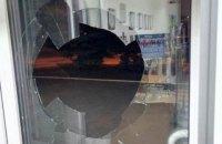 """В Краматорске разбили дверь в офис местного телеканала """"ДоТБ"""""""