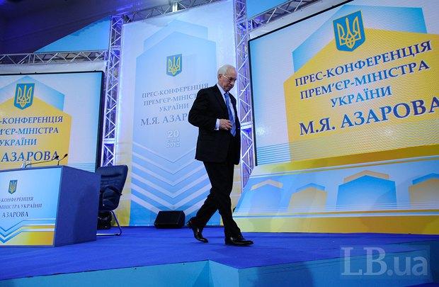 Голова українського Уряду Микола Азаров призупинив підготовку до підписання угоди про асоціацію з ЄС