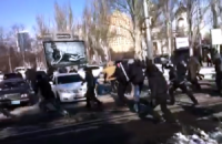 В Донецке неизвестные с битами напали на митинг в поддержку Януковича