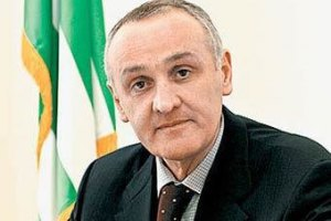 Президент Абхазії погодився на відставку уряду