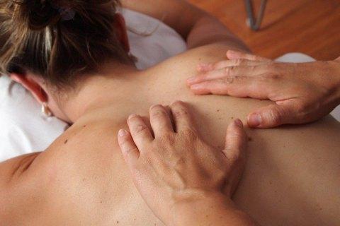 У Чернігові масажистка випадково звернула клієнтці шию