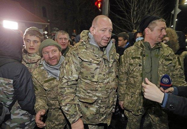 Сергей Мельничук со своими сторонниками под стенами Минобороны в начале февраля