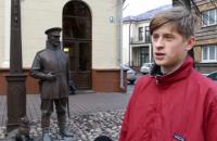 В Беларуси заставили подростка извиниться перед памятником за пощечину
