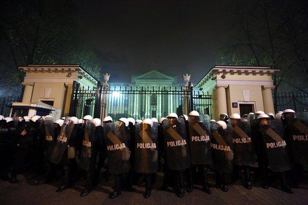 Полиция у здания посольства Россйской федерации