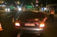 В Киеве  возле Академгородка Mercedes насмерть сбил женщину на пешеходном переходе