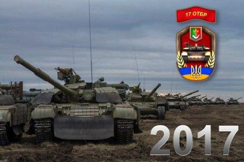 Волонтер продає календарі з авторськими фото на підтримку армії
