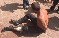 В Киеве полицейские со стрельбой задержали вооруженного ножом мужчину