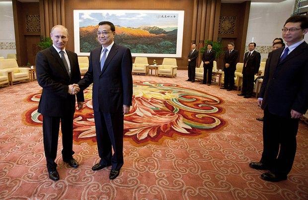 Председатель КНР Си Цзиньпин и президент России Владимир Путин во время саммита в Пекине в 2012 году