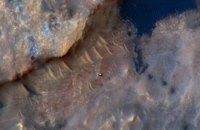 NASA опубликовало фото марсохода Curiosity, сделанное с орбиты Марса