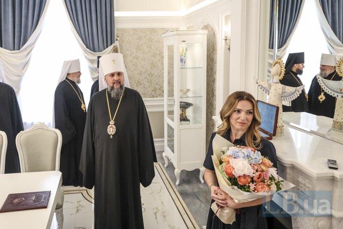 Глава ПЦУ Митрополит Епіфаній та меценатка Світлана Мацола під час показу нової резиденції