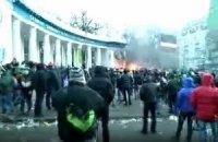 На улицу Грушевского подтягиваются протестующие и силовики (онлайн-трансляция)