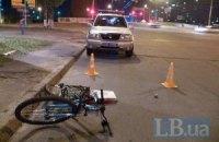 На Троєщині у Києві Volvo збив на переході велосипедистку