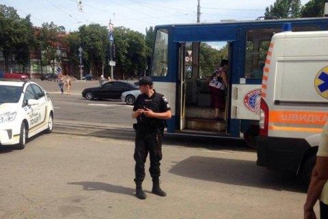 В Запорожье после драки в трамвае мужчина подстрелил женщину на остановке