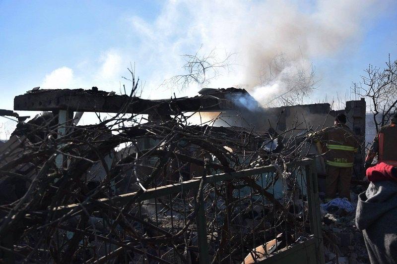 Результаты обстрела дома в Новолуганском