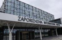 """В Запорожье полиция эвакуировала 180 пассажиров самолета из-за """"минирования"""""""
