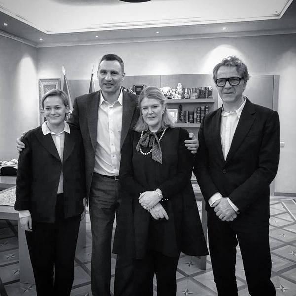Організатори бієнале Маніфеста і мер Києва Віталій Кличко