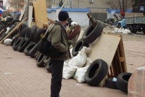Біля будівлі СБУ в Луганську розбили намети