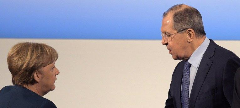Европейский вояж: о чем Меркель и Макрон могли разговаривать с посланниками Путина