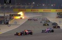 На старте гонки Формулы-1 болид взорвался, пилот 32 секунды был в огне (обновлено)