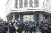 В Симферополе проходят массовые митинги крымских татар и пророссийских организаций (трансляция)