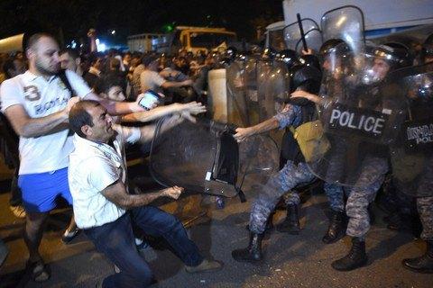 Все захватчики здания полиции в Ереване арестованы