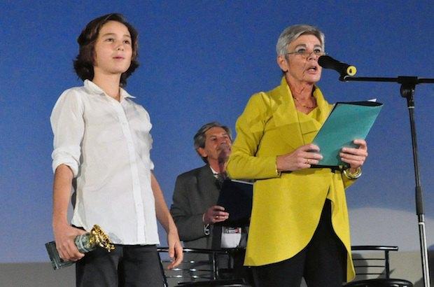 Член детского жюри Наиль Рей и глава взрослого жюри Марион Гензель готовятся вручать гран-при
