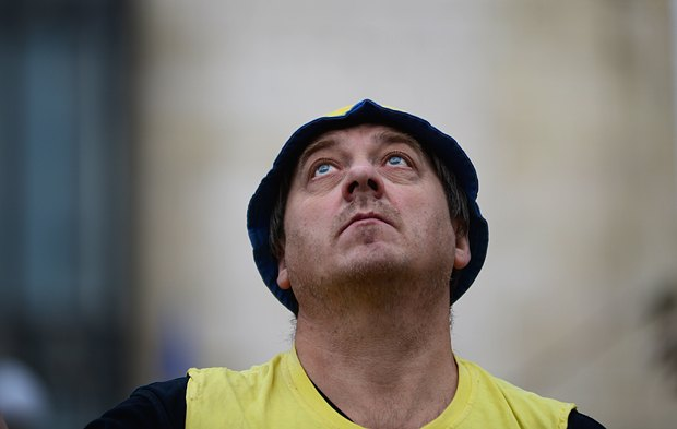 Сейчас людей, как стало баранов, гонят смотреть Майданс