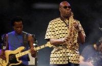 Камерунский джазмен Ману Дибанго умер от коронавируса