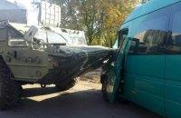 """Возле Днепра военный """"БАЗ"""" столкнулся с маршруткой"""