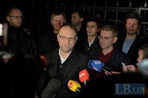 Суд дозволив Власенкові виїжджати за межі Києва