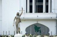 У суда в Бангладеш по требованию исламистов сносят статую Фемиды