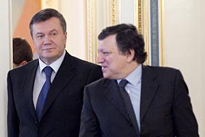 В украинском суде газовые контракты не разорвешь, - Янукович