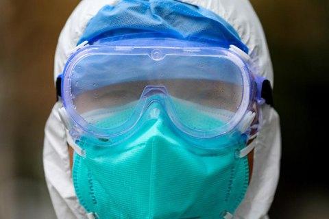 Число хворих на новий коронавірус у Китаї сягнуло майже 6 тис. осіб