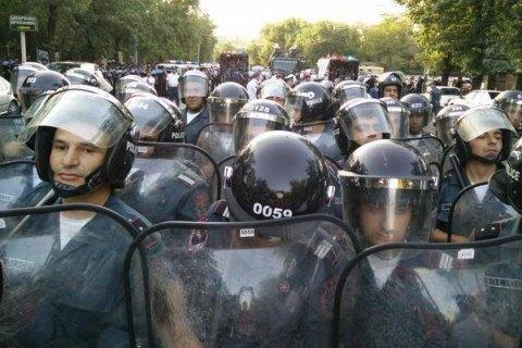 Поліція закликала мітингувальників в Єревані розійтися і пригрозила розгоном