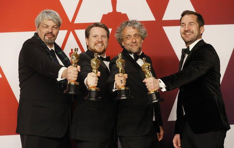 """Слева-направо: Ян Хантер, Тристан Майлс, Пол Ламберт и Дж.Д. Швальм получили премию за Лучшие спецэффекты, """"Первый человек""""."""