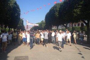 После убийства оппозиционного лидера в Тунисе начались массовые протесты