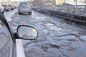 """""""Укравтодор"""" обещает залатать все ямы на дорогах к июлю"""