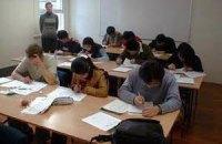 Донецких школьников обязали написать сочинения о Януковиче и Ахметове