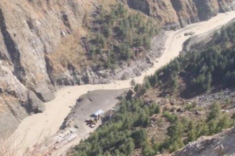В Индии в результате схода ледника погибли 10 человек, ищут еще 150