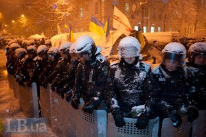 Милиция перекрыла вход на станцию метро Крещатик