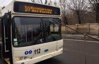 Металлическая труба вылетела из кузова грузовика и пробила стекло троллейбуса в Кропивницком