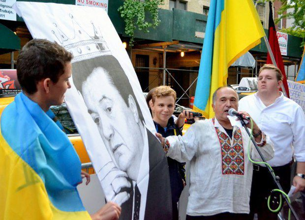 Акция протеста украинской диаспоры против деятельности Президента Виктора Януковича