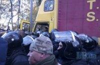 Полиция заблокировала автомобиль со звуком на вече Саакашвили (обновлено)